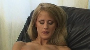 Cynthia string up using her frigs to her wet pussy