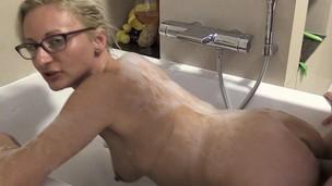 My Dirty Hobby - Studentin-Aneta bath tub lovemaking