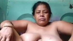 Mature Moti Aunty Finger-tickling Pussy &,  Showing Nude Body