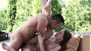 Hot babe masturbates for cum